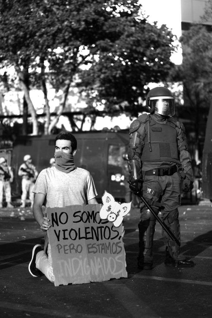 Posía y fotografía revindicativa por Anacronicapa y Gonzalo Robles