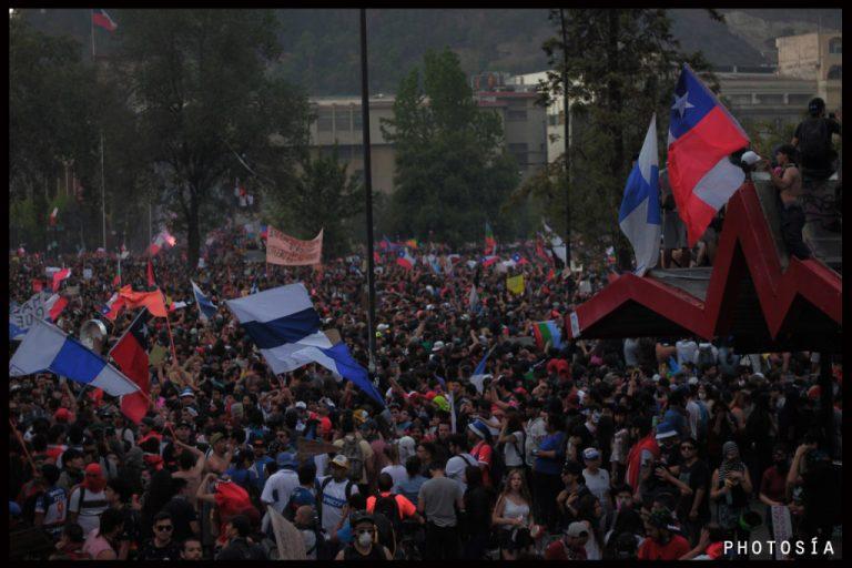 Poesía y fotografía a la bandera de Chile por Juan Eduardo Díaz y Anacronicapa