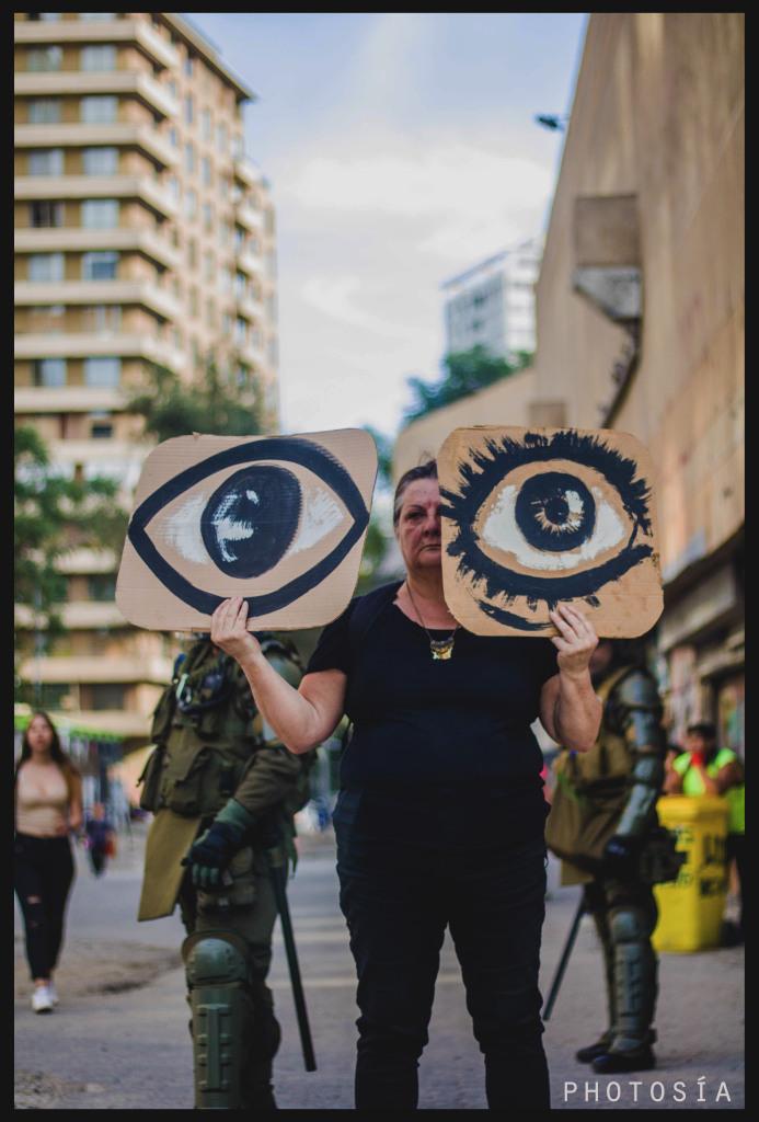 Poesía y fotografía por las heridas oculares por Charles Alberti y Anacronicapa