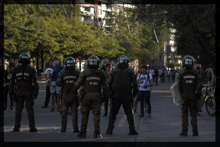 Poesía sobre represiones por Carita de Raton y fotografía de Anacronicapa