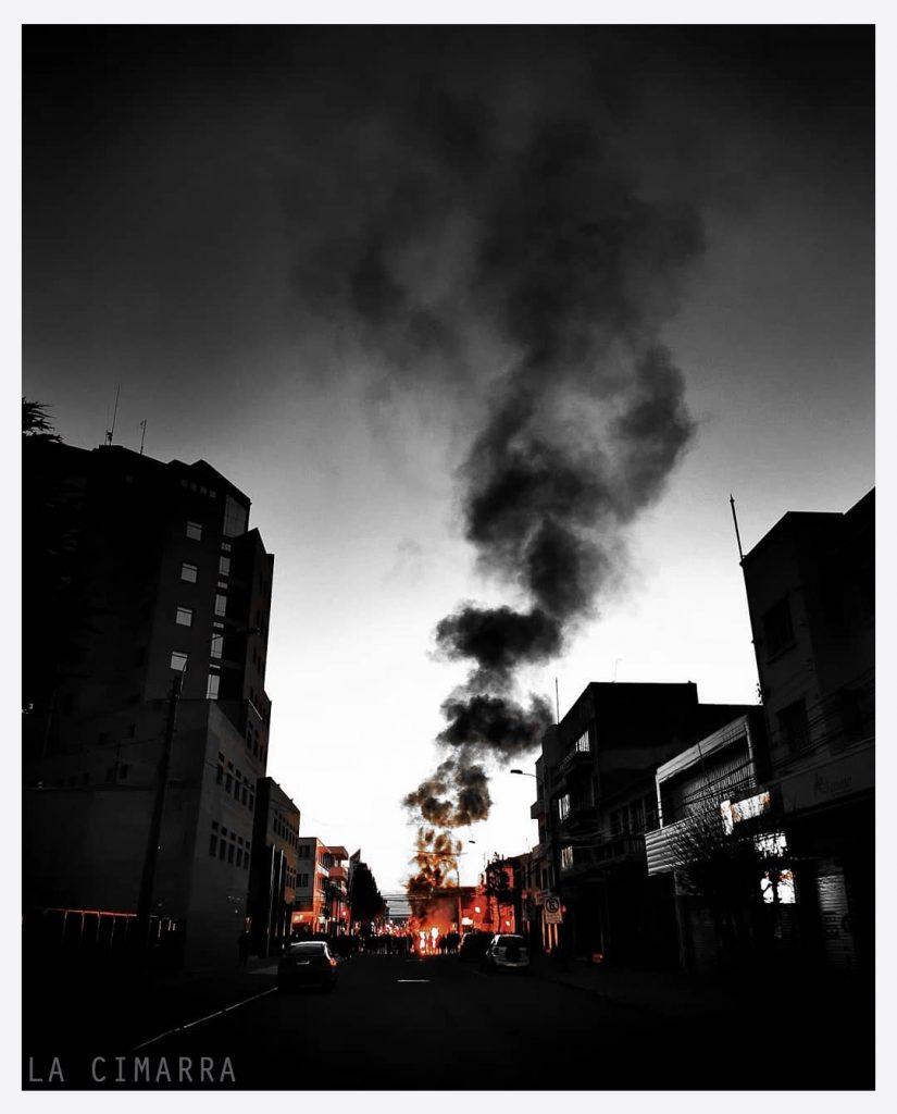 FUEGO EN MAGALLANES PARA INICIOS DEL MOVIMIENTO SOCIAL CHILE DESPERTÓ FOTO DE @CRITSO_O