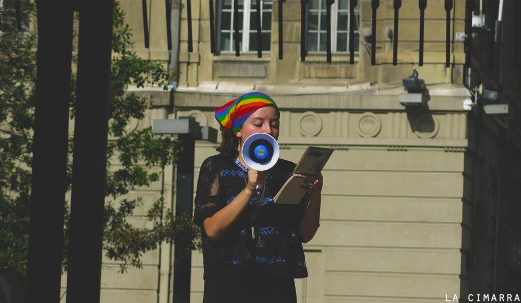Declamación de poesía en Plaza de Armas, Santiago de Chile