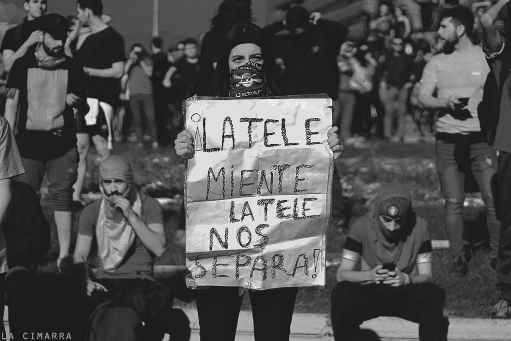 Siete haikús en la lucha por Catalina Caballero Fotografías de los movimientos sociales en Chile
