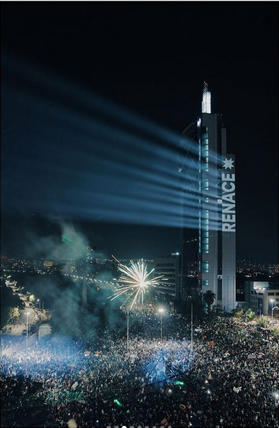Renace desde la plaza de la dignidad en Santiago de Chile, fotografía por Luis Bahamondes (@luis_bahamondes)